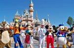 افتتاح مدينة ملاهي ديزني لاند في ولاية كاليفورنيا.<br />